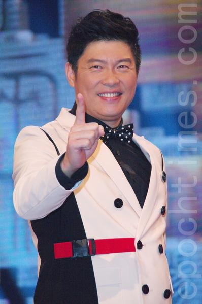 公視新節目《一字千金》於2014年12月15日在台北公視攝影棚召開上檔記者會。圖為主持人曾國城。(黃宗茂/大紀元)