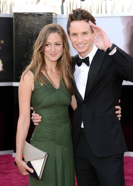埃迪‧雷德梅恩与汉娜‧巴格绍出席2013年奥斯卡颁奖礼。(Jason Merritt/Getty Images)