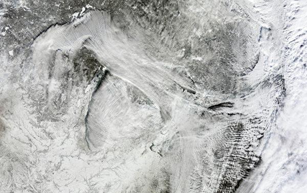 1月6日,美加地區上空的極地氣旋。(NASA/AFP)