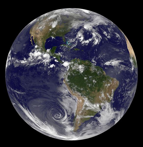NASA衛星照片描繪出的10月1日當天西半球的尊容。大片的南美雨林和智利西部的陀螺狀氣團清晰可見。(NASA/AFP)