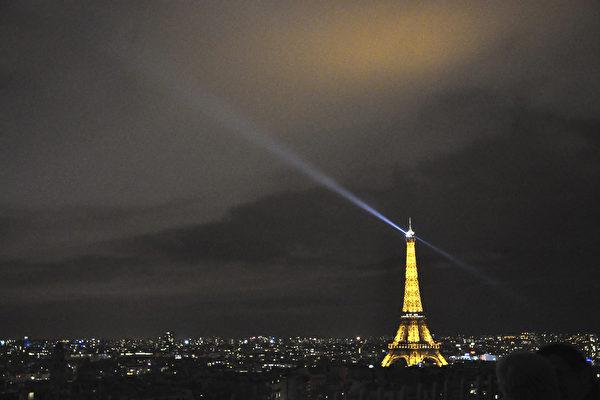 组图:圣诞彩灯中的巴黎