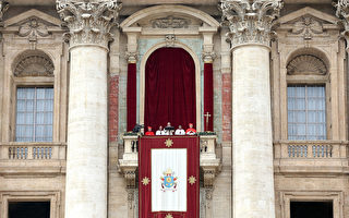 """12月25日,教皇方济各在圣彼得广发表题为""""致全城与全球""""的圣诞祝福。(Franco Origlia/Getty Images)"""