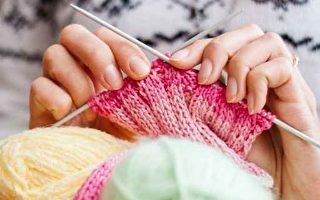 奶奶用手工编织品与社会连结