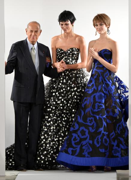 82岁的美籍著名时尚设计师奥斯卡‧德拉伦塔(左)于10月20日辞世。(Slaven Vlasic/Getty Images)