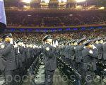 12月29日,884名来自纽约警察学院的新警员在曼哈顿麦迪逊广场花园体育馆参加毕业典礼。(蔡溶/大纪元)