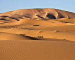 夜半時分消失沙雨中之城