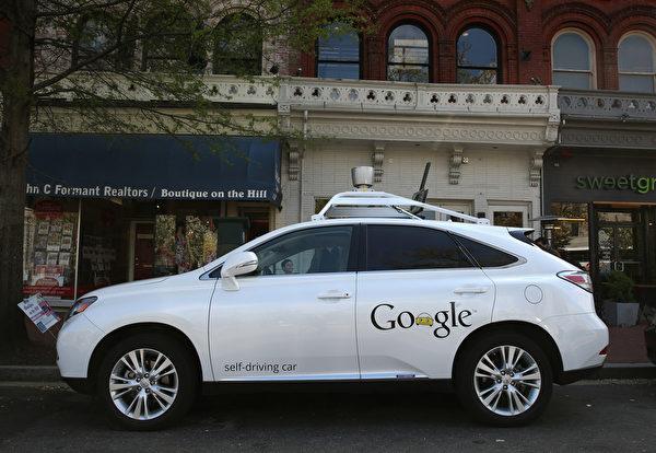 幾年前,無人駕駛汽車似乎還是天方夜譚,但是,在未來五年內自動駕駛汽車也許已成為可能。圖為谷歌(Google)研發的自動駕駛車。(Mark Wilson/Getty Images)