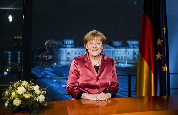 德国总理默克尔于2014年的最后一天发表新年致辞。(Pool/Getty Images)