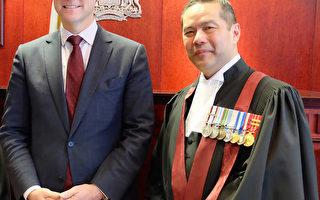加国昔日华裔移民  今成公民法官