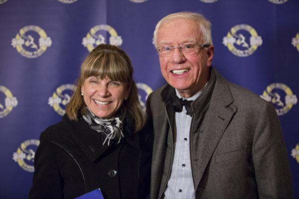 渥太華大學退休教授、心理學家Hendrik Bütter先生接受採訪時表示,神韻演出會通過其精神層面的影響力改變世界。(艾文/大紀元)