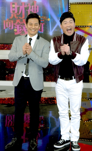 徐乃麟(左)主持新节目,曾国城特地站台。(华视提供)