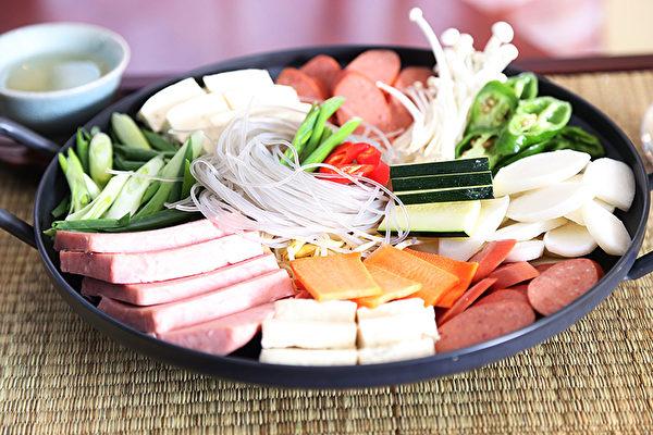 圖:火腿腸鍋。(謝凌/大紀元)