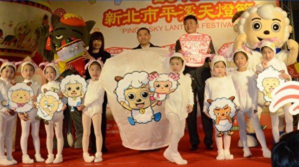 平溪天灯节,首波喜羊羊与灰太狼卡通也将带动观赏潮。(宋顺澈/大纪元)