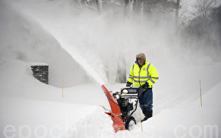 组图:暴风雪肆虐 波士顿积雪2英尺