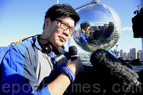 這位21歲的小伙子告訴媒體:站在悉尼大橋頂端高歌一曲,太酷了!(袁麗/大紀元)