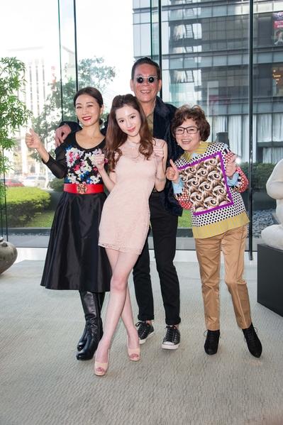 (左起)方文琳、杨可涵、龙劭华、纪宝如出席交接记者会。(三立提供)