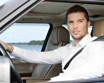 上班駕車開著車窗,不利健康。(fotolia)