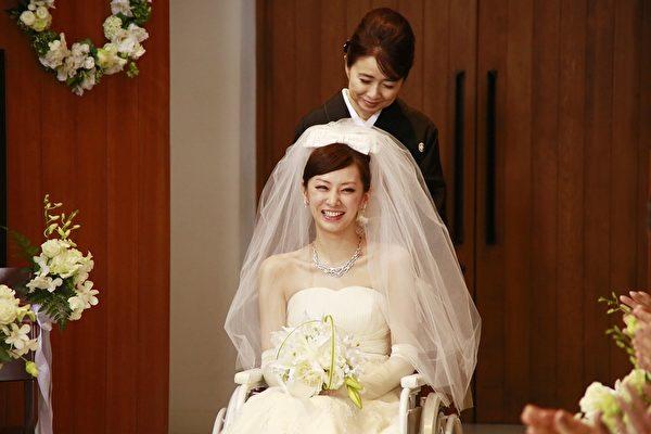 北川景子在电影中穿婚纱的美丽造型。(采昌提供)