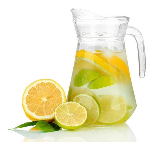檸檬冷水(Fotolia)