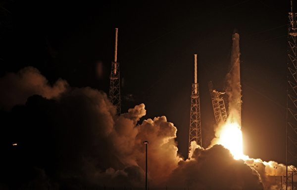 """SpaceX's的""""猎鹰9号""""(Falcon 9)。(BRUCE WEAVER/AFP/Getty Images)"""