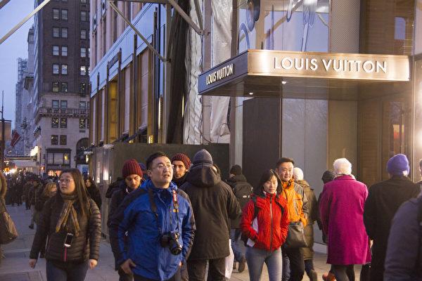 纽约第五大道中国新年中国游客。(戴兵/大纪元)