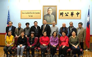 過年先敬老 中華公所派紅包給老人中心