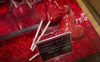 组图:情人节将至 东京商家迎接购买热潮