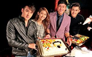 何润东、陈奕、沈建宏以及师妹卢芃宇2月14日在日本东京一同为粉丝制作情人节蛋糕,并与现场所有粉丝分享。(达腾娱乐提供)