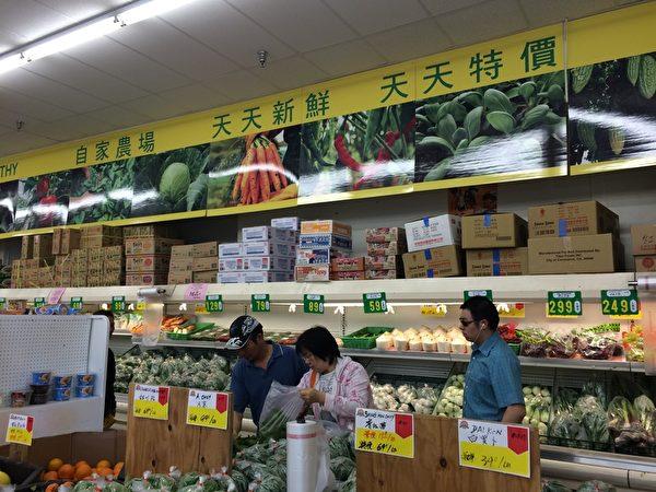 因販賣浣熊肉被查的永隆超市也以出售自家農場種植的新鮮蔬菜為特色。(劉菲/大紀元)
