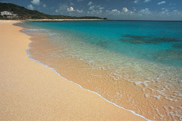 垦丁国家公园内的砂岛属于生态保护区,贝壳砂是园区内沙滩中的主要组成物质,为经过海浪长期间的冲刷、研磨所形成。(垦丁国家公园管理处提供)