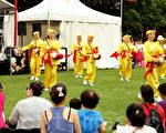 今年黄历新年庆祝活动的特点是,展示不同亚洲民族文化特点的节目,法轮功团体也被邀请,为观众表演了打腰鼓。(摄影:何蔚/大纪元)