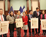 部分获奖人和市议员:(从左至右):李信亿,市议员门德兹、马士珍、陈倩雯、顾雅明、韩裔获奖机构的代表、陈绮华。(杜国辉/大纪元)