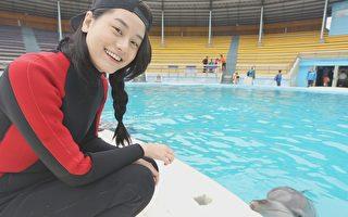 小蠻為訓練海豚 暈船險失溫還慘遭無視