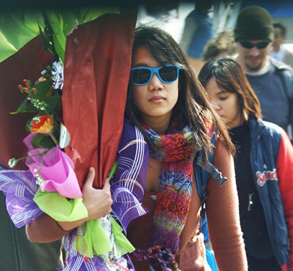 祖克伯的妻子普莉希拉.陈。图为2011年12月25日,两人在结婚前共游越南下龙湾时所摄。(Gia Dinh Xa Hoi/AFP/Getty Images)