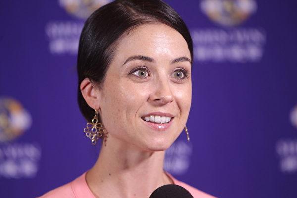 2015年2月28日晚观赏了神韵最后一场演出后,墨尔本古典芭蕾舞学院(Melbourne School of Classical Dance)总监Kate Reilly女士认为,神韵演出绝对世界一流。(陈明/大纪元)