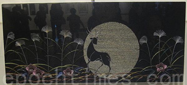 「幻想─月」秋風搖曳,月光閃耀的生命。(鍾元翻攝/大紀元)