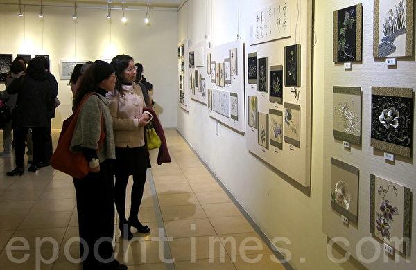 日本國寶刺繡大師草乃靜(Kusano Shizuka)首次在臺灣國父紀念館,舉辦「日本現代刺繡展:草乃靜的輝煌雅緻世界」展覽,共展出百餘件刺繡作品。(鍾元/大紀元)
