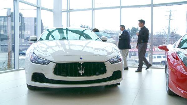Gold Coast Maserati 纽约大颈车行开业,众多华人前来参加开幕仪式,与玛莎拉蒂豪车零距离接触。(大纪元资料库)