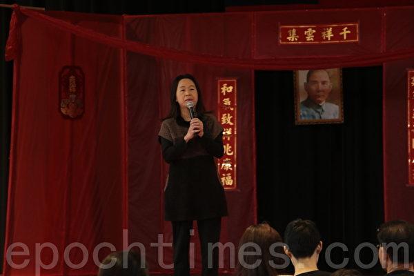 參加當天活動並致辭的華府僑教中心主任劉綏珍表示未來中文教學發展有三個趨勢:學生主流化、教師專業化、教學數位化。(蘇子清/大紀元)