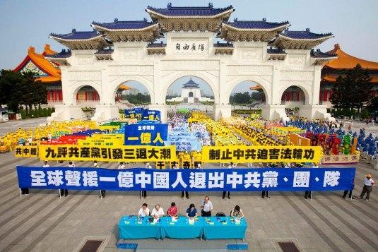 外媒:每月150萬中國人退出中共說明了甚麼?