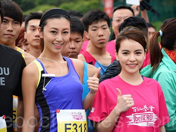 香港著名模特儿郭思琳(左)。(宋祥龙/大纪元)