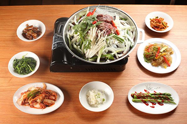 韩国宫廷牛肉火锅。(张学慧/大纪元)