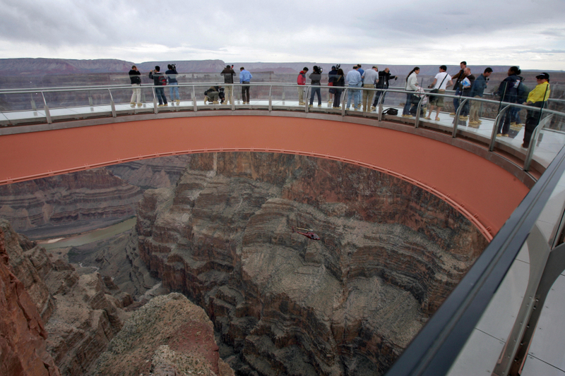 美國大峽谷的玻璃天空步道,於2007年3月20日正式啟用。(ROBYN BECK/AFP/Getty Images)