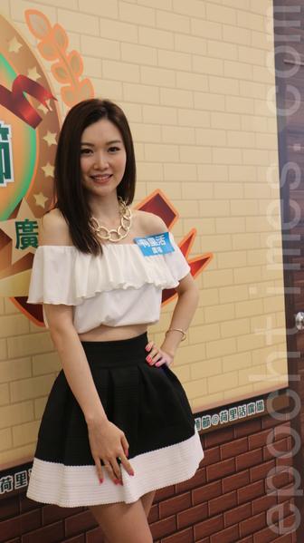 叶翠翠4月3日在香港九龙荷里活广场为台湾牛肉面活动做宣传。(王文君/大纪元)