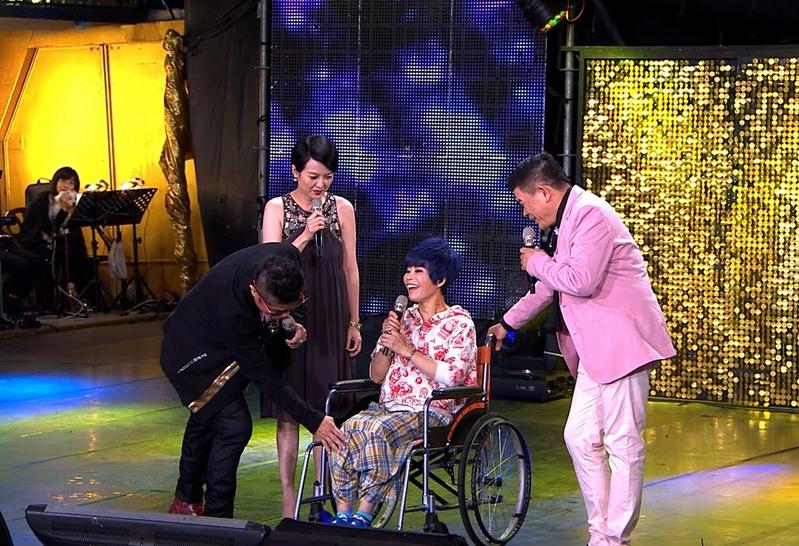 詹雅雯腰脊受伤 躺床十天靠轮椅助行
