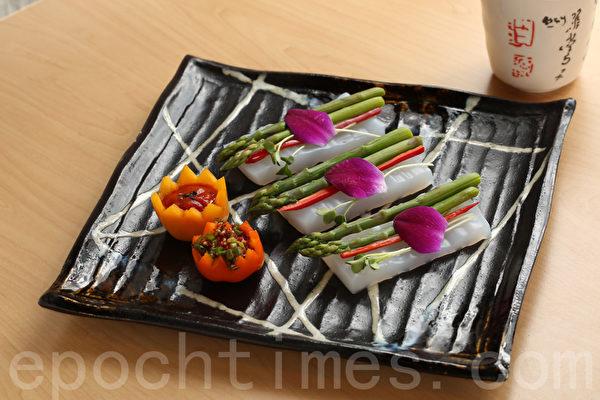 主厨特制前菜:芦笋、凉粉配特制酱料。(张学慧/大纪元)