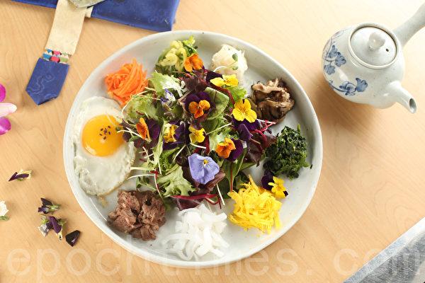 鲜花拌饭。(张学慧/大纪元)