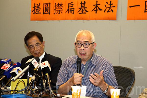 """资深传媒人程翔表示,2003年,中共要求香港进行23条立法触发50万人游行示威,其收紧操控的意图开始浮现,中央目前对港政策已偏离《基本法》初衷,是否""""袋住先""""都没法制止。(潘在殊/大纪元)"""