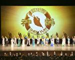 美國神韻紐約藝術團4月15、16日在日本西宮市進行了兩天三場演出,吸引了很多日本關西文化菁英前來觀看。(余鋼/大紀元)