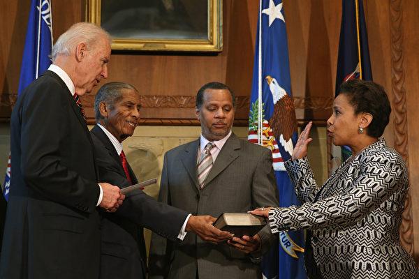 美國首位非裔女司法部長宣誓就職